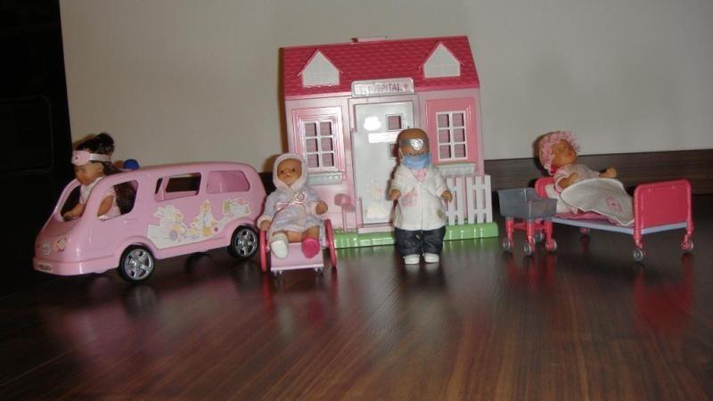 verkaufe mini baby born kinderklinik krankenwagen mit. Black Bedroom Furniture Sets. Home Design Ideas