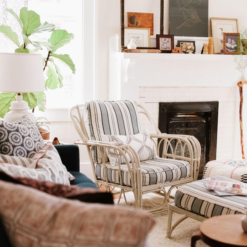 A Textile Designer S Layered Abode In Savannah Ga Design Sponge Arrangement Of Objects On Mantle Design Sponge Savannah Chat Furniture Arrangement