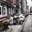 Músico vendeu tudo e está há 5 anos viajando o mundo com seu piano de 200 quilos