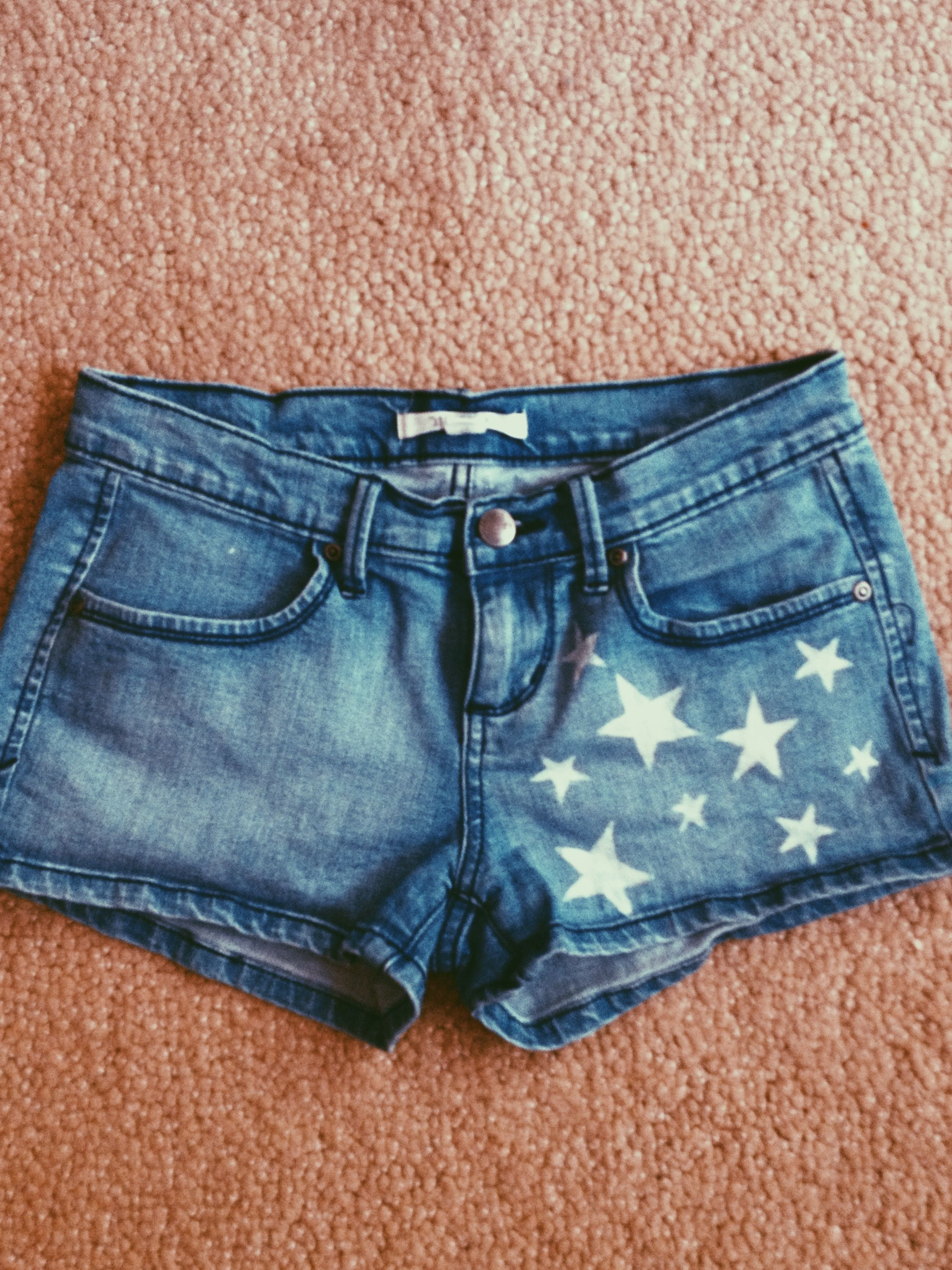 Make old shorts festive, just by using a bleach pen