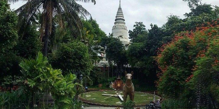 Wat Phnom, Phnom Penh, Cambodia, Asia