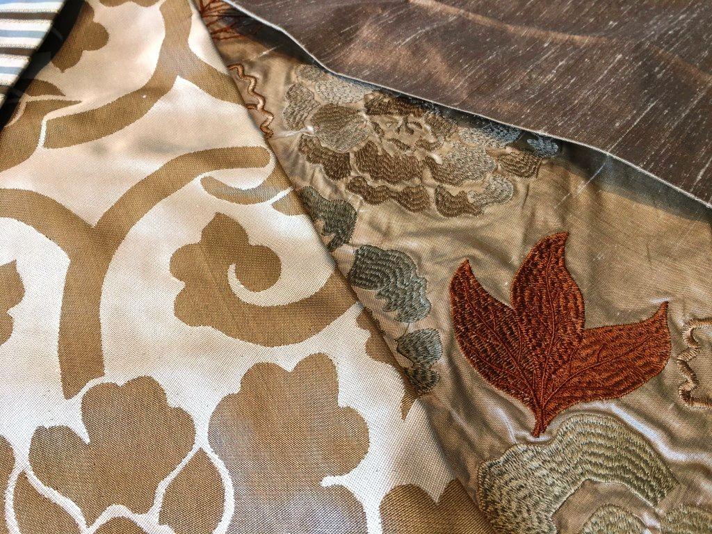 SEDA BORDADA | A importância da seda se sobressai na decoração com o bordado. Estes tecidos da Arteforma são divinos! #tecidosparadecoracao #decoracao #SpenglerDecor