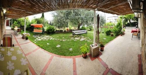 ... Away From Dubrovniku0027s Old Town, Guest House Anica Offers  Air Conditioned Rooms Overlooking A Vegetable Garden With Olive Trees.  Bellevue Beach Is Only ...