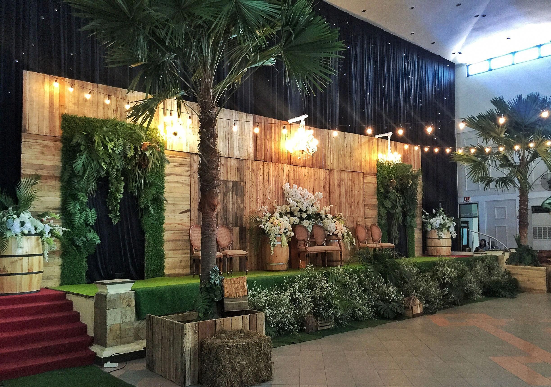 Wedding Rustic Indoor Surabaya Indonesia By @raindropsdeco