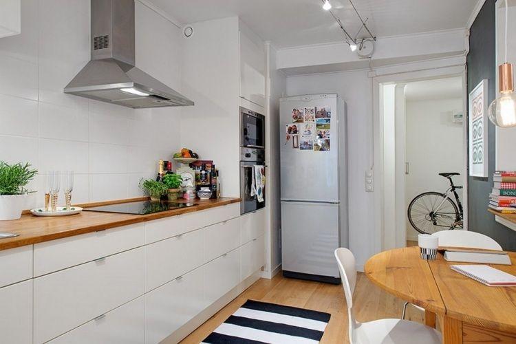 skandinavischer stil in der k che wei e fronten und arbeitsplatte aus holz k che pinterest. Black Bedroom Furniture Sets. Home Design Ideas