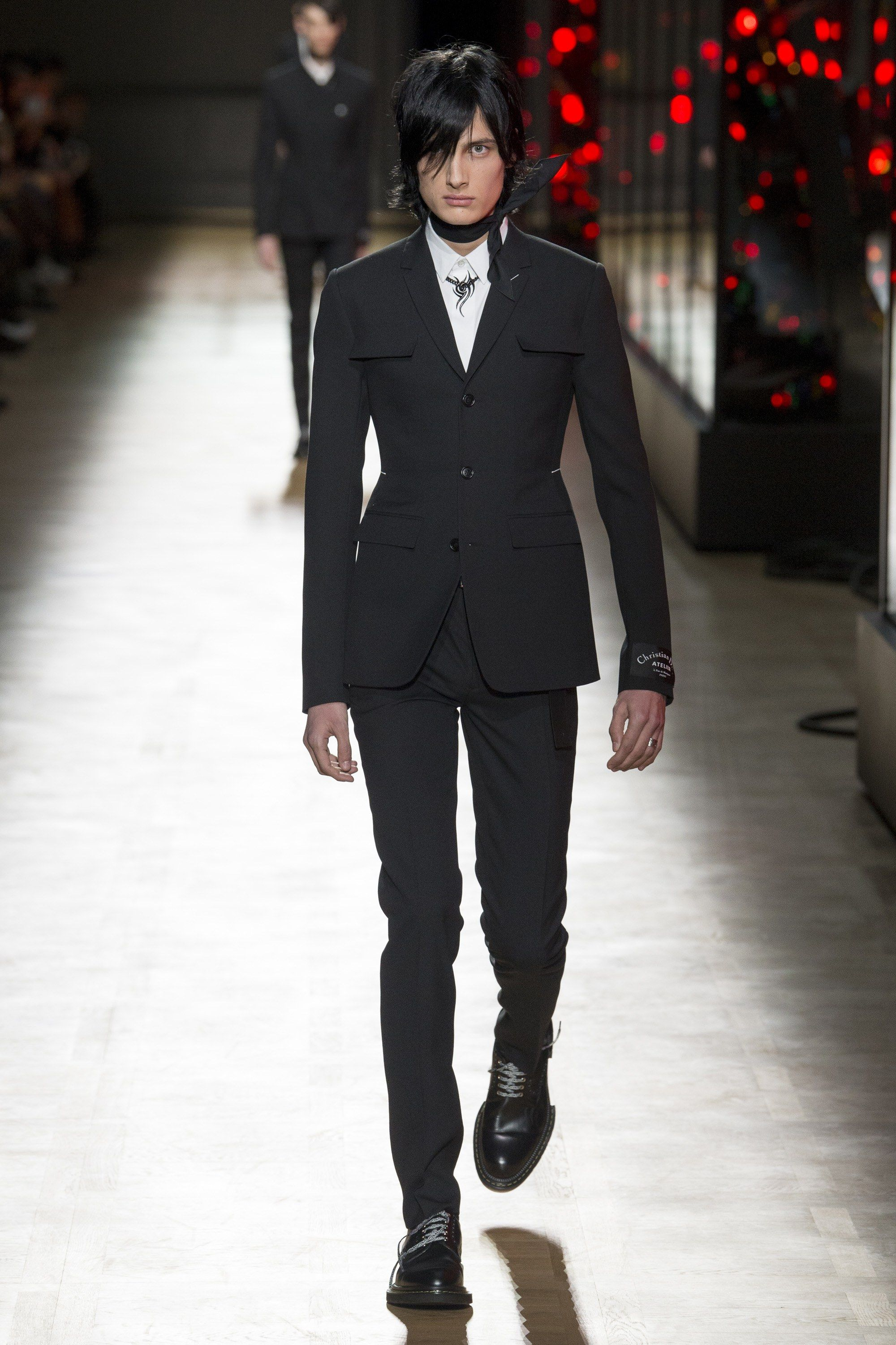 The complete Dior Homme Fall 2018 Menswear fashion show now on Vogue Runway. 20db2149d