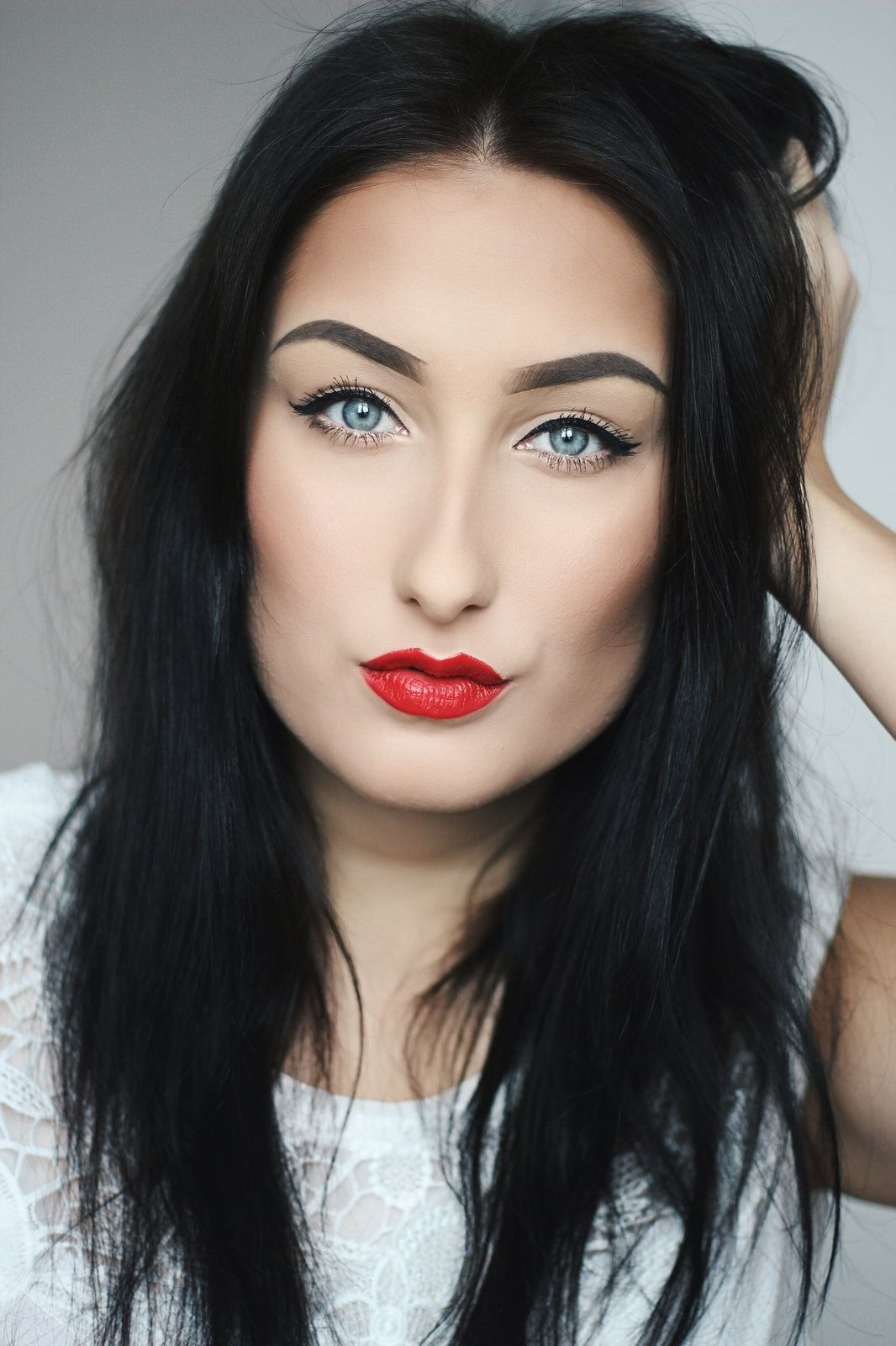 Bold Red Lips A Classy Mess Rote Lippen Make Up Augen Lippen