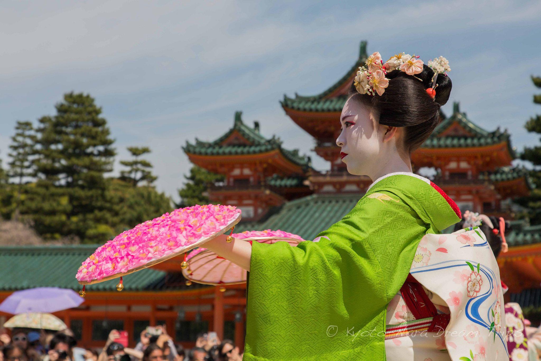 https://flic.kr/p/FoH73j | Heian Shrine: Reisai Festival in Kyoto.