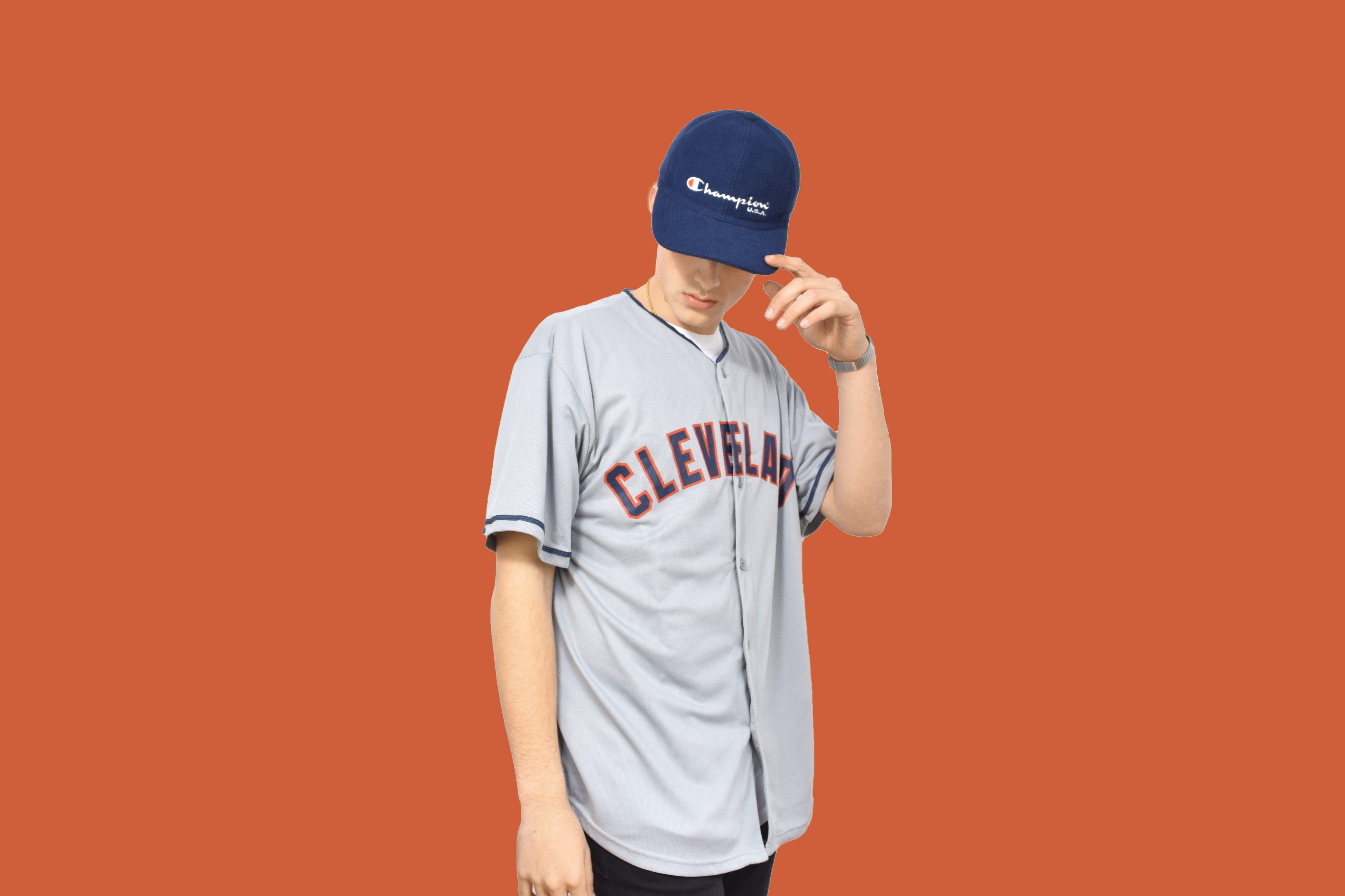 dea7aa72d Camisa béisbol CLEVELAND. Ropa americana vintage. Gorra Champion azul. Ropa  vintage. Kaamul