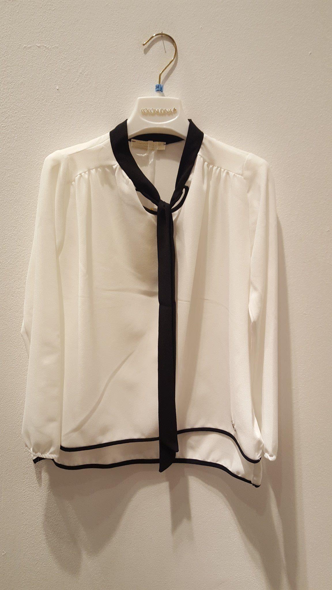 newest 84310 d48df Camicia bianca con colletto alla coreana nero che prosegue ...