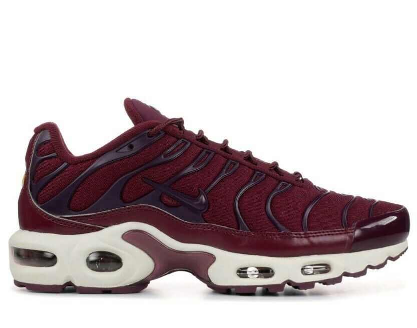 Nike Women's Air Max Plus TN Athletic Snickers Running