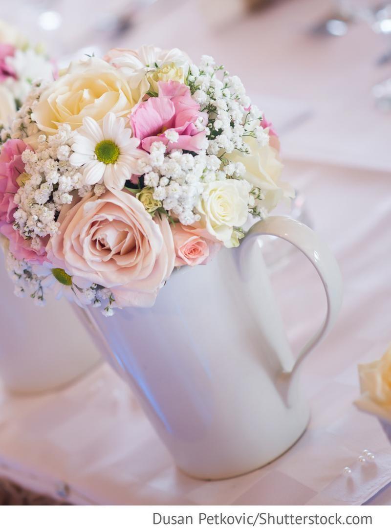 Blumendekoration auf den Hochzeitstischen fr russische