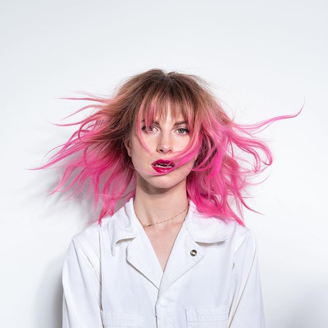 Hayley Williams 2019 Pink Hair August In 2020 Hayley Williams Hayley Williams Haircut Good Dye Young