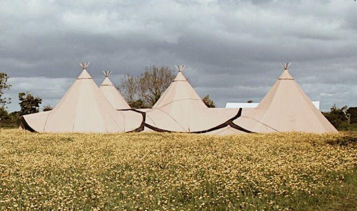 Summer outdoor wedding - teepee style in 2020 | Summer ...