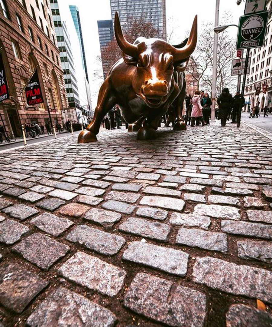 sculptures in new york city charging bull new york city on wall street news id=42679