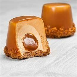 Photo of Пирожные с арахисовым маслом и соленой карамелью.