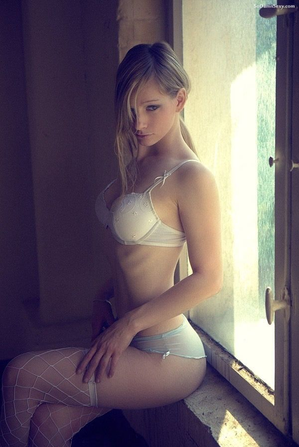 Superb Blonde Teen  Lingerie In Pic