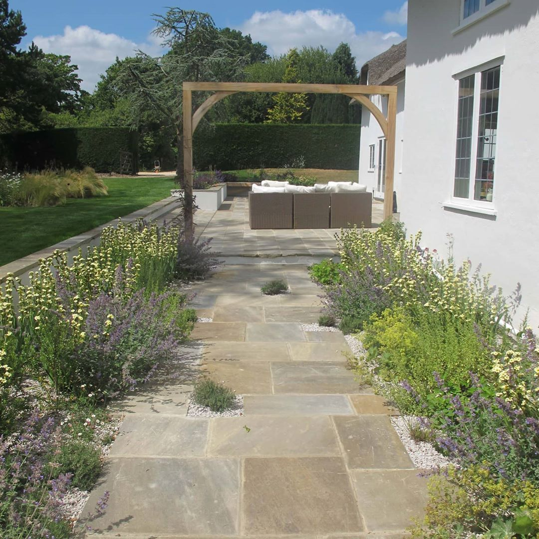 Hcl On Instagram Beautiful Gravel Planting At This Country Garden In Hampshire Designed By Charlotterow Garden Design Small Garden Design Country Gardening