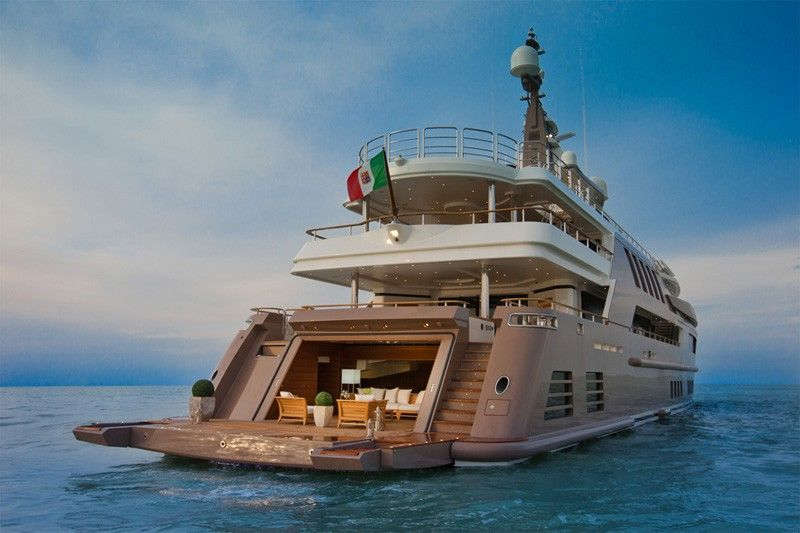The Most Spectacular Yacht In The World With Indoor Pool Aquarium And World S First Floating Garage Luxury Yachts Super Yachts Boats Luxury