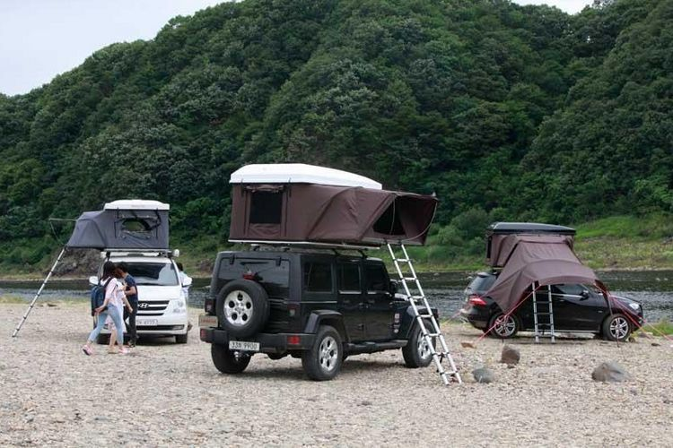 The iK&er Hardtop One is billed as the worldu0027s first expandable hard-shell roof tent offering an extra-large footprint that extends off the side of the ... & Up To Three Adults Can Sleep In iKamperu0027s Hardtop One Rooftop Tent ...