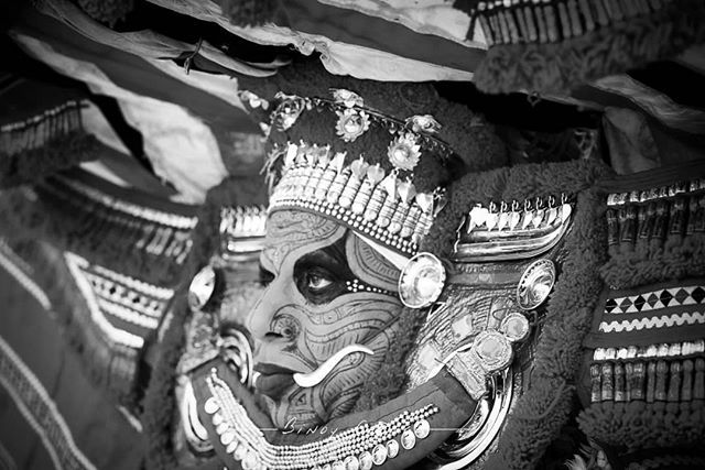 #Theyyam artist during his performance at a local temple Kannur. #Karival_Baghavati_Theyyam #binoygeorgephotography #binoygeorge #lpmi #NGTIndia #apfmagazine #creativeimagemagazine #LiveBravely #TLPicks #LiveTravelChannel #insidertravel #tripotocommunity #CultureTrip #bbcculture #wonderful_places #tourism #IncredibleIndia #iamnikon #indiaphotosociety #YourShotPhotographer #dslrofficial #photographers_of_india #Culture #discoverindia #OutlookTraveller  #portrait #blacknwhite #people…
