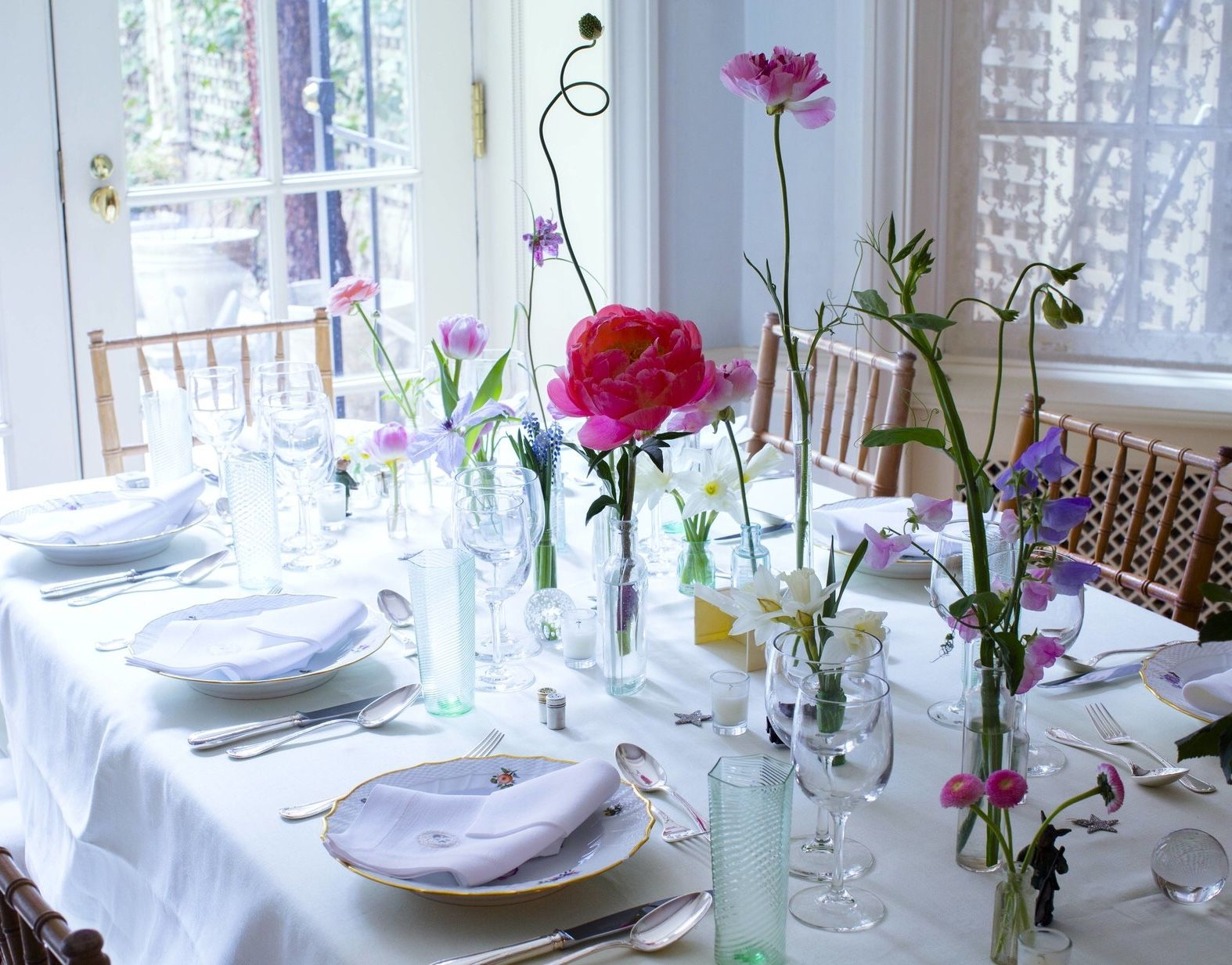 These Single Flower Arrangements Will Inspire Your Tabletops