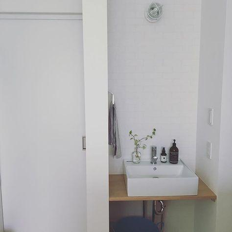 二階の洗面台 左側に洗濯機があり引き戸開けたら部屋干しルームがあります そこで活躍してる除湿機のタンクの水を捨てたり何かしら手を洗いたい時に使えるのでやっぱり作って良かったです あと鏡買わないとな 一条工務店 セゾンa マイホーム Myhome 北欧 北欧
