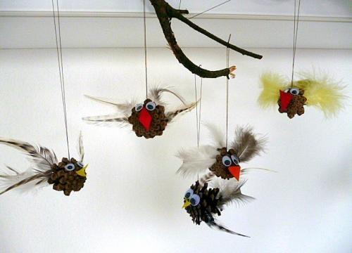 Basteln naturmaterial vogelmobile aus zapfen u federn jpg 500