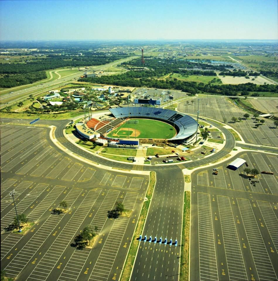 The Early Days Of Ranger Stadium Excellent Photo From The Air Note Six Flags In The Background And The Turnpik Arlington Stadium Mlb Stadiums Baseball Park