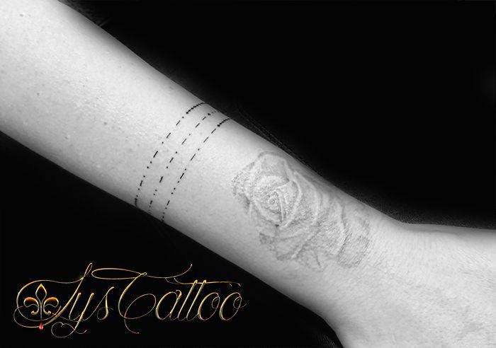 Tatouage Poignet Avant Bras Femme Lettrage Ecriture En Morse Et