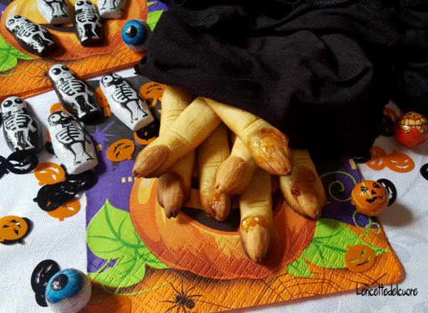 Biscotti dita di strega ricetta halloween Ricetta