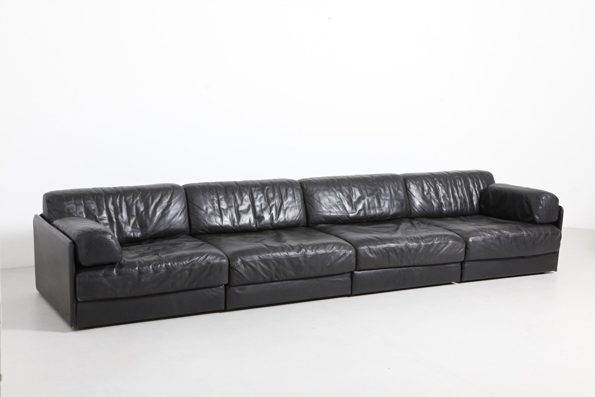Black leather sofa of 4 elements by de Sede Model DS 76 Can be