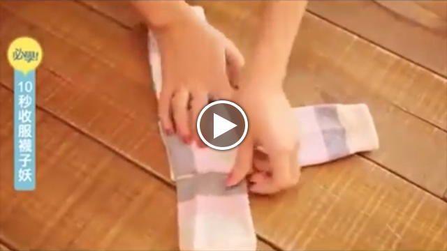 Provare per credere. Come piegare i calzini in 5 mosse, in soli 15 secondi. Il tutorial pubblicato su Youtube spopola tra gli utenti: le oltre...