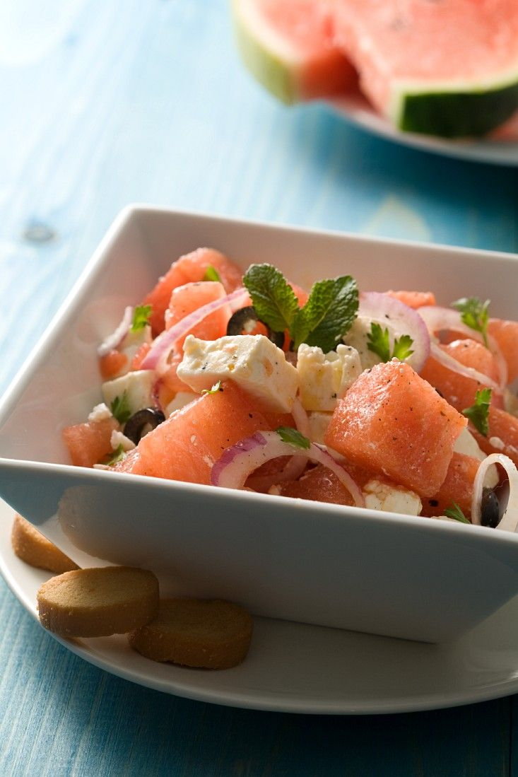 Wassermelonensalat mit Schafskäse - smarter - Zeit: 20 Min. | eatsmarter.de