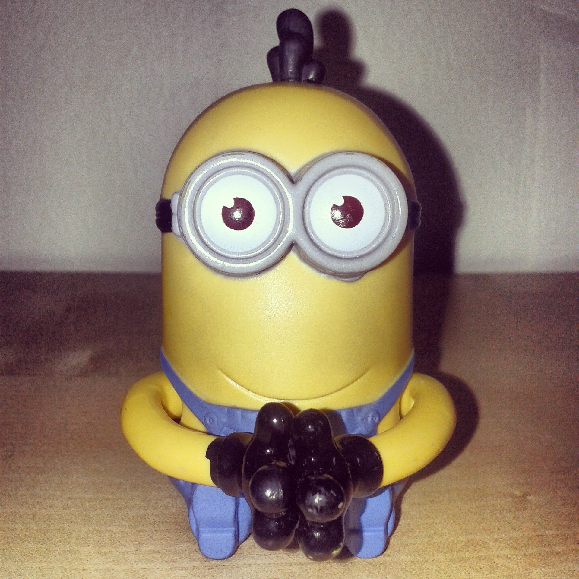 Minion No 2 Tim Giggle Grabber Mcdonald Malaysia S Happy Meal Toys Despicable Me 2 Minions Mcd Mcdonal Happy Meal Toys Happy Meal Mcdonalds Happy Meal