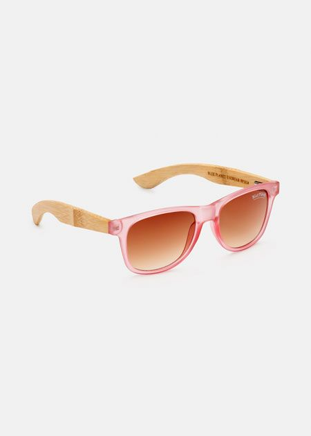 With sustainable bamboo arms and a recycled and reclaimed matte frame, these sunglasses are a fun take on the classic wayfarer silhouette. A cool way to stay protected from the sun.