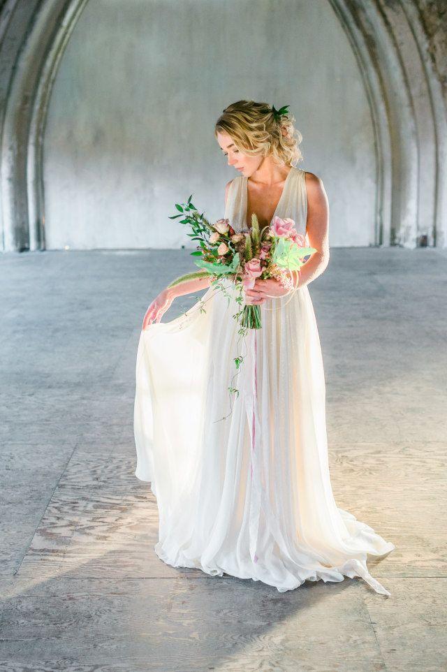 Welke bruid durft het in deze gewaagde en sparkly empire jurk?