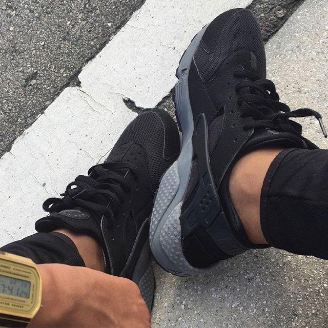 @youridemag: #men #huarache #nikehuarache #nike #addict #shoes #shop  #selfie #lyon #goodtime #gold #watch .