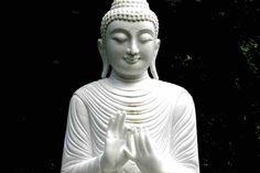 """Meditación con el mantra """"Sí"""". Aprende a meditar con el mantra """"Sí"""" para elevar tu vibración y mejorar tu vida. http://www.reikinuevo.com/meditacion-mantra-si/"""