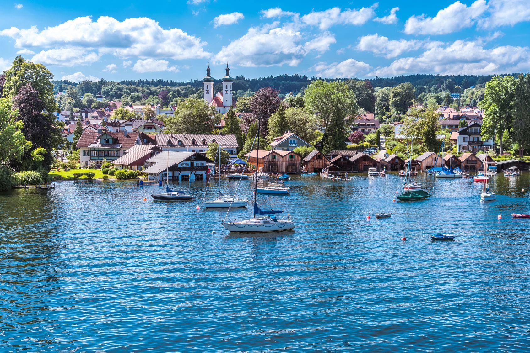 Tutzig Am Starnberger See Deutschland Oberbayern Ist Das Land Der Glitzernden Seen Und Gewasser Und Bietet Urlaubern Und Seen Bayern Starnberg Germany Seen