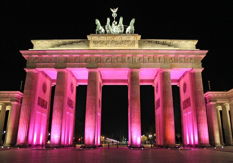 Brandenburger Tor Narrare Tor Brandenburger Das Narrare Berlin Zu Liebig Hochzeitmake Upsiehtaus Brandenburgischetorzitate B In 2020 Ecotourism Travel Vacation