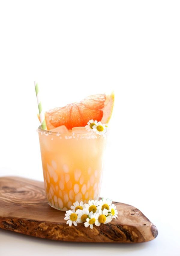 Sparkling Paloma #grapefruitcocktail Made with tequila, a sparkling paloma is a delicious recipe. Perfect to serve for brunch, or even with your favorite Mexican food. It's a delicious grapefruit cocktail. #paloma #tequila #grapefruitcocktail #drinks #cocktailrecipes #grapefruitcocktail