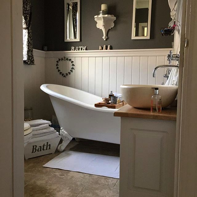 Rustic Bathroom Sinks And Vanities Country Bathrooms On A Budget