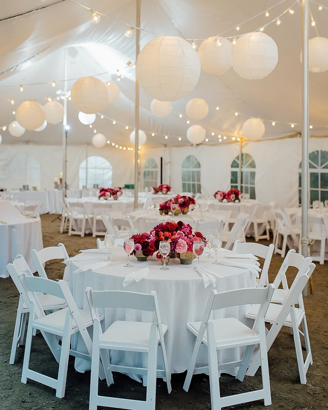 We love an all white tent with a pop of vibrant color.