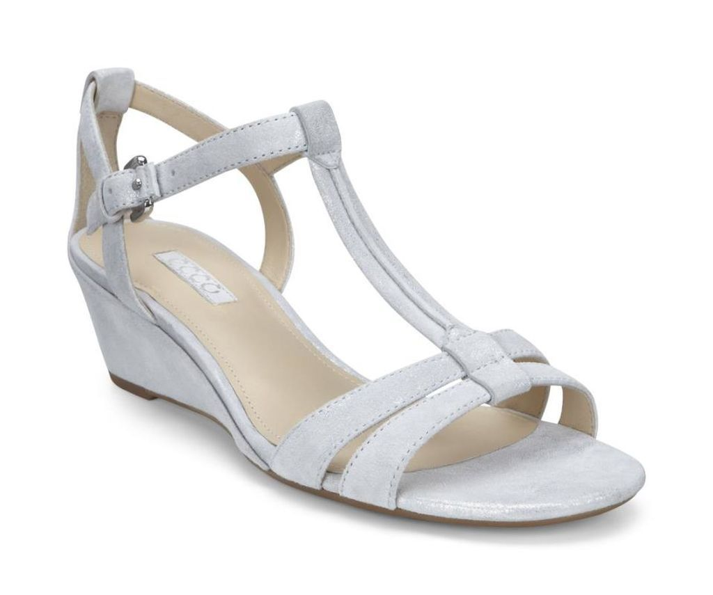 abc0d742fce36 Nude by ECCO - Most Comfortable Wedding Shoes: Selection Tips and  Recommended Brands - EverAfterGuide
