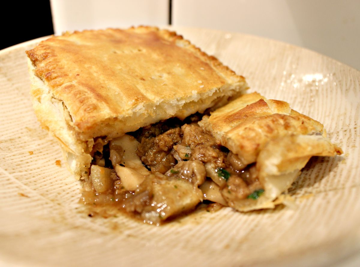 'Steak' & Mushroom Pie - Vegan Recipe! (With images ...
