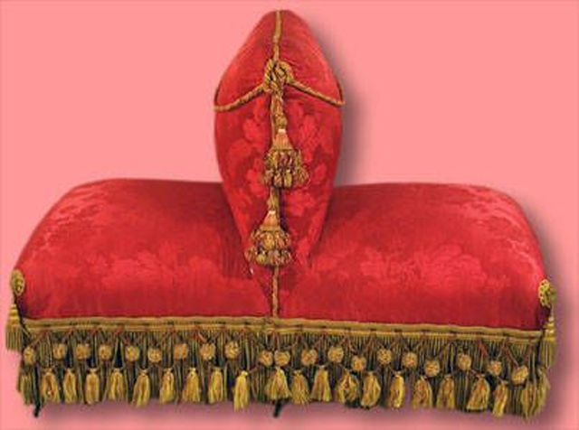 Learn To Recognize 11 Antique Couch Sofa And Settee Styles Antique Couch Antique Chair Styles Settee