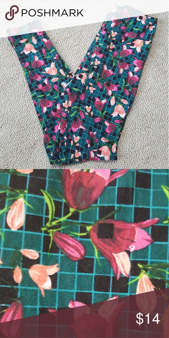 LulaRoe OS Leggings Fits sizes 2-12. Worn once. LuLaRoe Pants Leggings