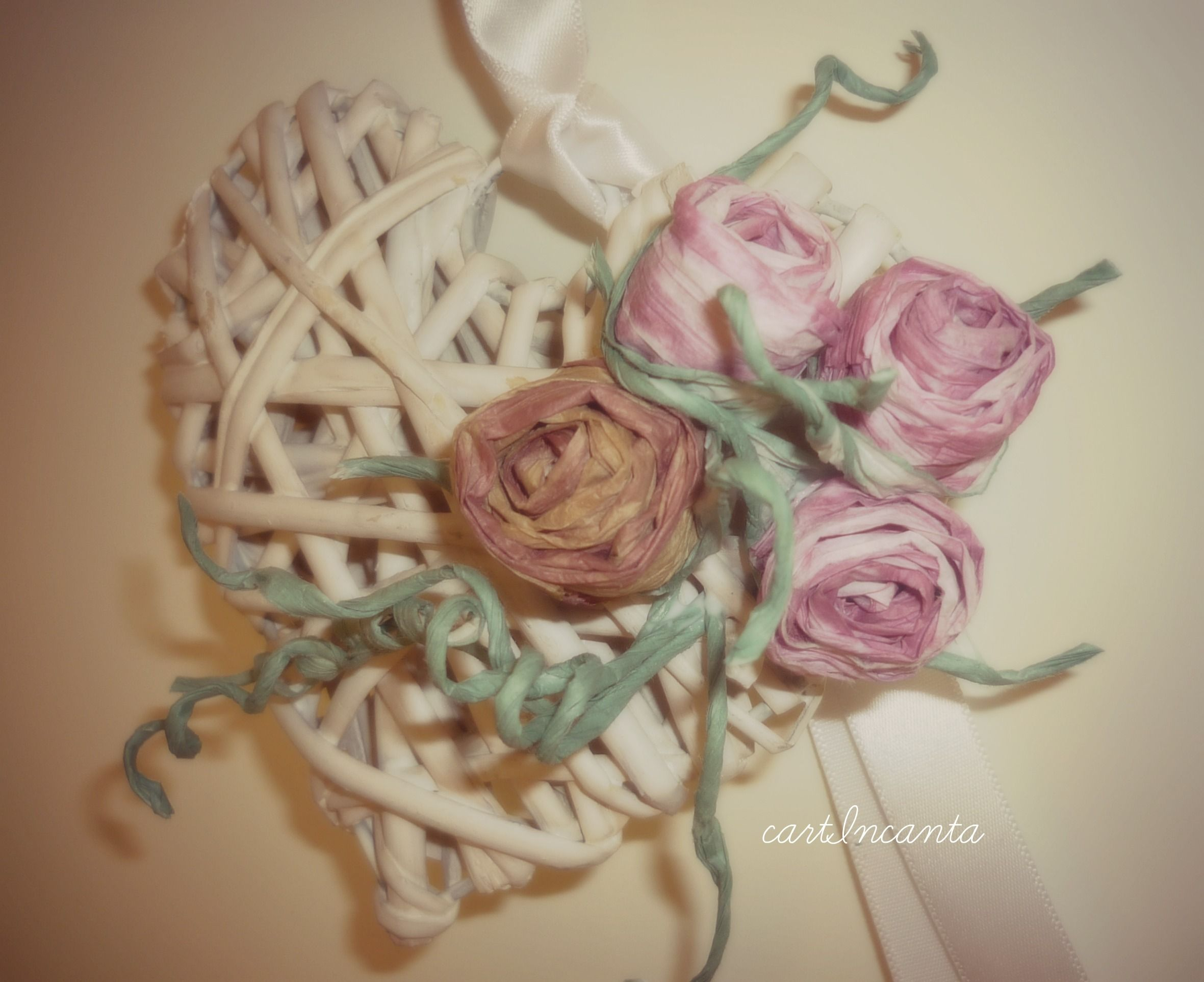 Rattan shabby heart decorated with finnish paper thread roses. http://cartincanta.blogspot.it/