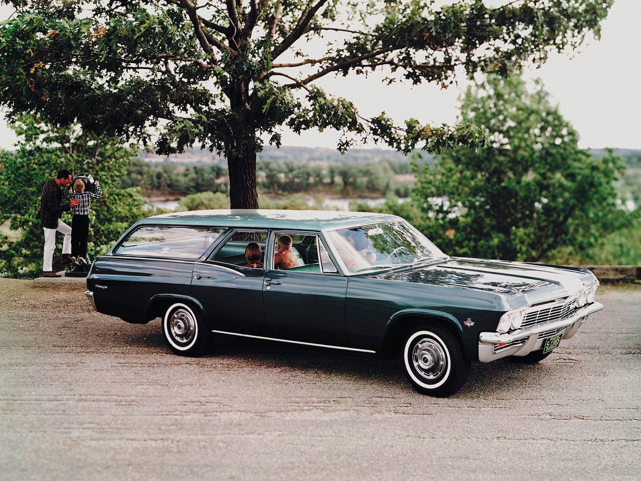 1965 Chevrolet Biscayne Stationwagon Classic Wallpaper 2048x1536